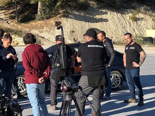 Stunt drive school programa vamos sobre ruedas, pedro de la rosa, antonio lobato, toni cuquerella, formula 1, movistar plus + previa coche a dos ruedas escuela especialistas cine14