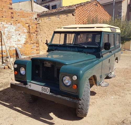 pm014 alquiler 4x4 land rover santana clasico vehículos de escena madrid tyreaction verde front