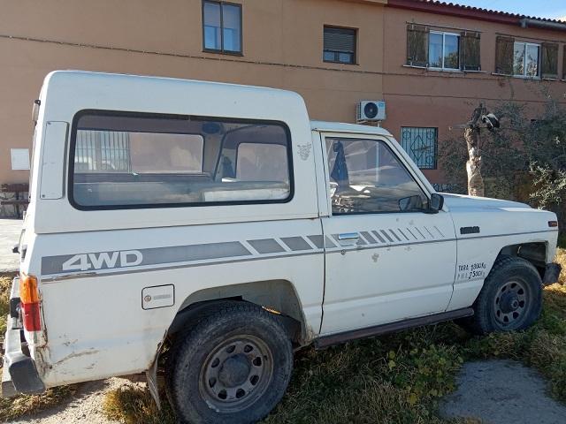 pm014 alquiler 4x4 nissan patrol corto tyreaction madrid vehículos de escena blanco tras