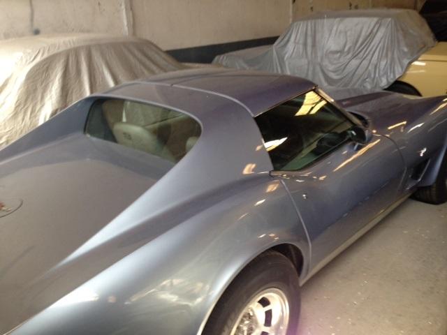 pm014 alquiler coche americano chevrolet corvette clasico vehículos de escena madrid tyreaction azul tras