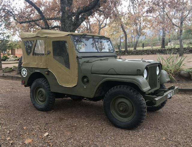 pm014 alquiler jeep willy militar americano tyreaction madrid vehículos de escena verde front2