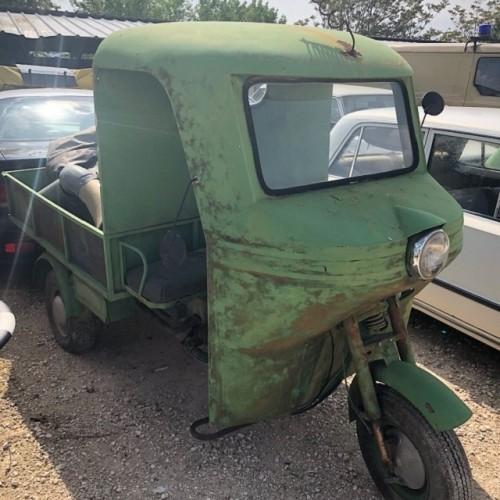 pm014 alquiler motocarro triciclo clasico vehículos de escena madrid tyreaction verde lat