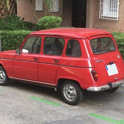 pm014 alquiler renault 4L clasico vehículos de escena rojo madrid tras tyreaction