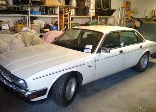 pm014 alquiler sedan jaguar xj clasico vehículos de escena blanco madrid front tyreaction