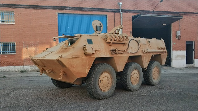 pm014 alquiler vehiculo blindado 6x6 tanqueta militar bmr películas belicas español madrid tyreaction marrón front