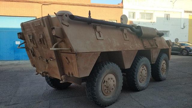pm014 alquiler vehiculo blindado 6x6 tanqueta militar bmr películas belicas español madrid tyreaction marrón tras
