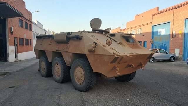 pm014 alquiler vehiculo blindado 6x6 tanqueta militar bmr películas belicas español madrid tyreaction marrón