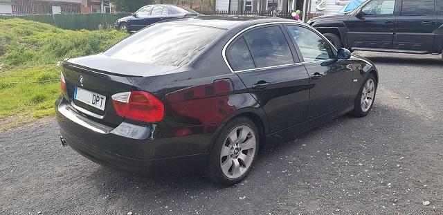 00001 Alquiler BMW 330 berlina sedan negro Tyreaction vehículos de escena Barcelona tras