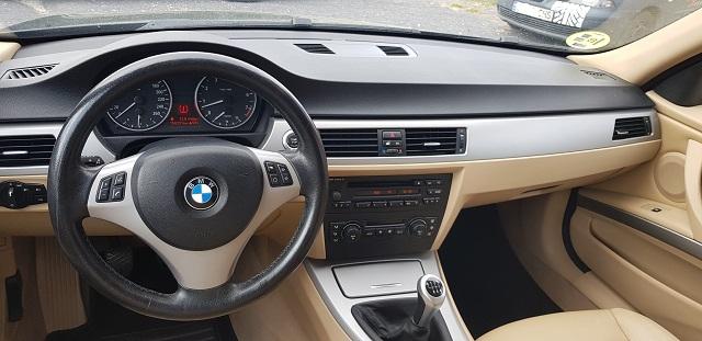 00001 Alquiler BMW 330 berlina sedna negro Tyreaction vehículos de escena Barcelona int tapiceria piel clara