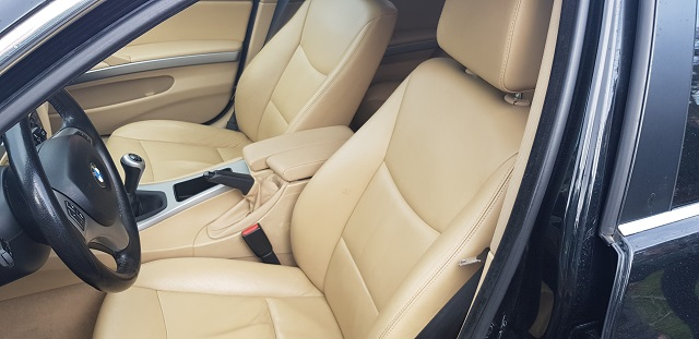 00001 Alquiler BMW 330 berlina sedna negro Tyreaction vehículos de escena Barcelona int3 tapiceria piel clara