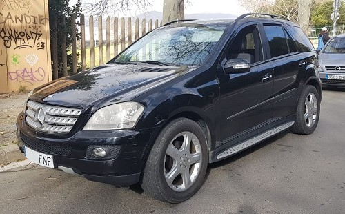 00001 Mercedes ML 320 front negro