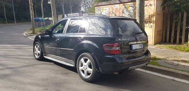 00001 Mercedes ML 320 tras negro