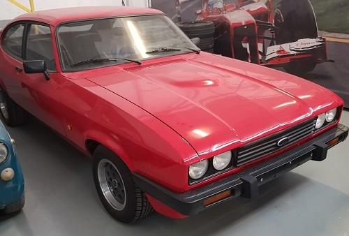 PM014 alquiler ford capri clasico vehículos de escena tyreaction Madrid rojo front