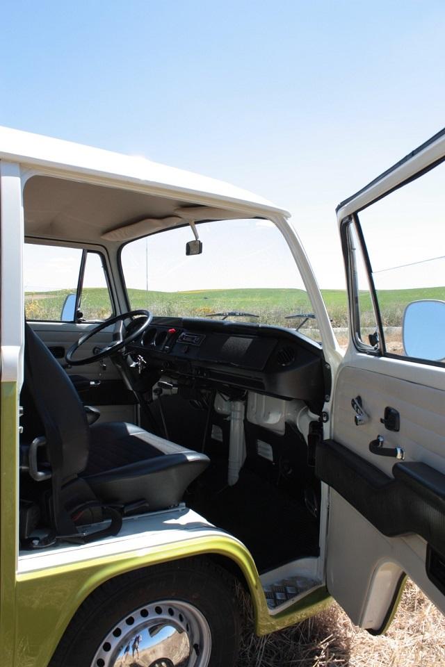 pm0011 alquiler volkwagen t1 t2 hippie camper madrid vehículos de escena verde tyreaction int3