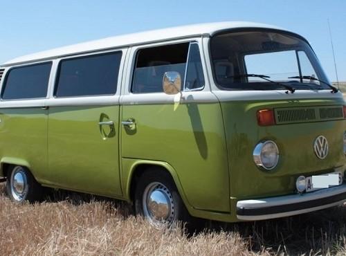 pm0011 alquiler volkwagen t1 t2 hippie camper madrid vehículos de escena verde tyreaction front