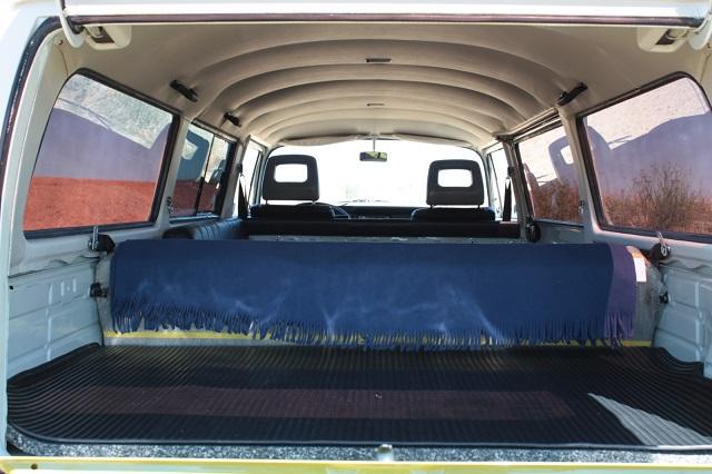 pm0011 alquiler volkwagen t1 t2 hippie camper madrid vehículos de escena verde tyreaction int