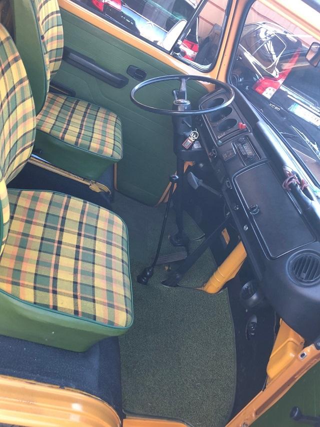 pm0011 alquiler volkwagen t1 t2 hippie techo extraible madrid vehículos de escena naranja tyreaction int3
