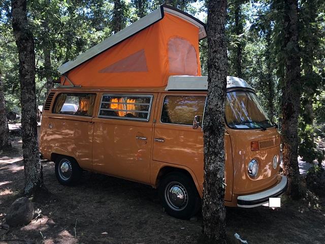 pm0011 alquiler volkwagen t1 t2 hippie techo extraible madrid vehículos de escena naranja tyreaction front