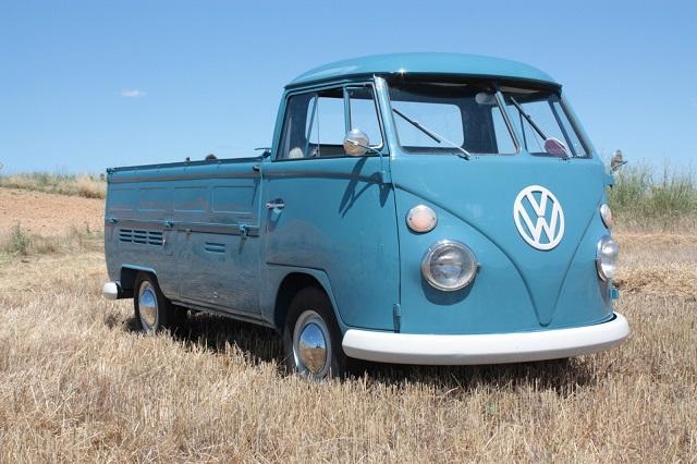 pm0011 alquiler volkwagen t1 t2 pickup hippie camper madrid vehículos de escena azult tyreaction front
