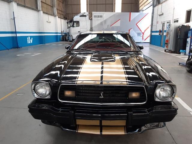 pm014 alquiler ford mustang clasico vehículos de escena para cine tyreaction madrid negro front2