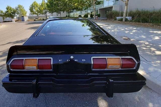 pm014 alquiler ford mustang clasico vehículos de escena para cine tyreaction madrid negro tras