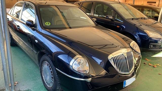 pm014 alquiler sedan lancia tesis feo berlina vehículos de escena negro madrid front tyreaction