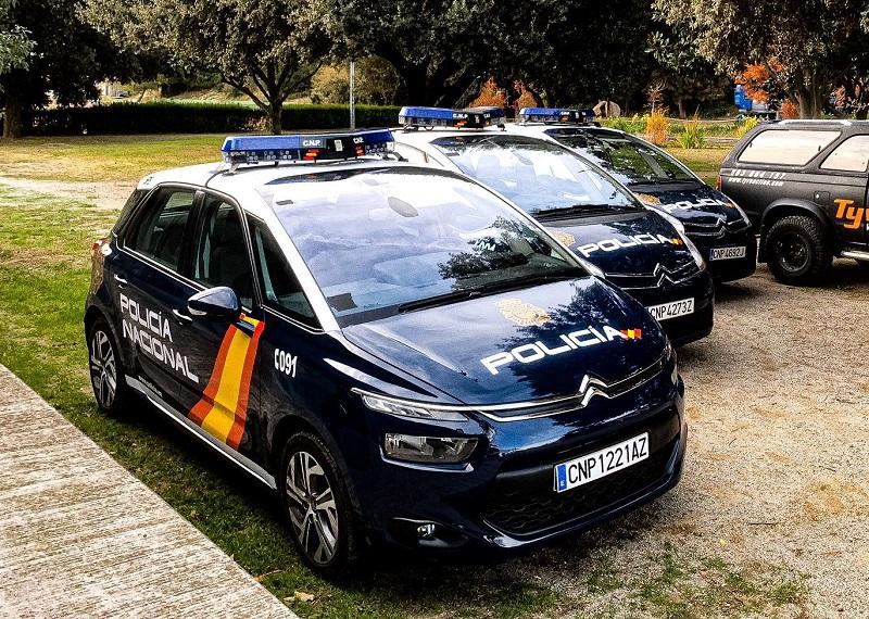 vehículos de escena barcelona madrid alquiler coches policia cnp cine publicidad