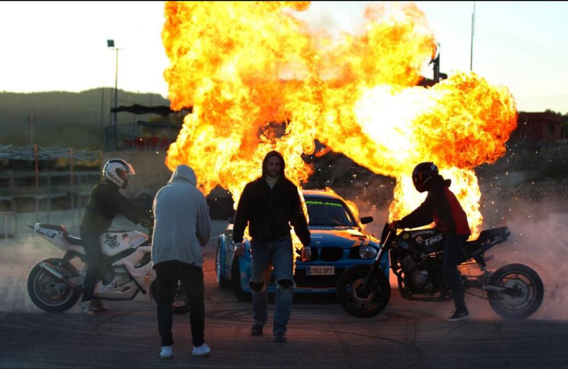 reportaje muy interesante cómo ser especialista de cine tyreaction stunt drive school 1