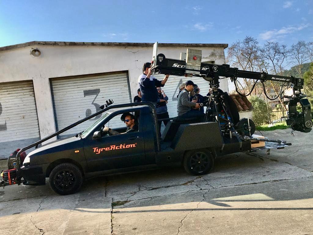 Alquiler vehiculos de escena camara car persecución para cine y publicidad