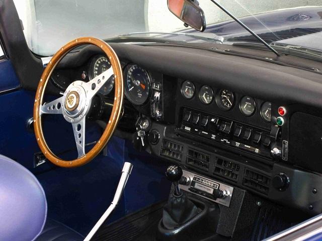 p0050 alquiler Jaguar E-type descapotable tyreaction vehículos de escena int