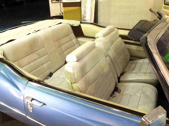 p0050 alquiler cadillac Eldorado descapotable cabrio tyreaction azul 1976 interior tapiceria claro piel