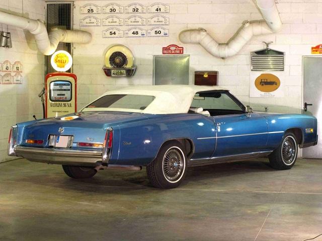 p0050 alquiler cadillac Eldorado descapotable cabrio tyreaction azul 1976 tras