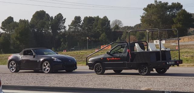 tyreaction alquiler camaracar cameracar seguimiento chase vehicle rent barcelona tracking precision driver especialistas de cine conducción